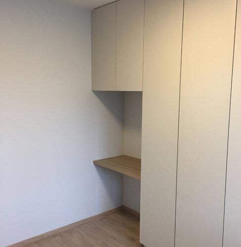 renovation et décoration d'un appartement cosy de 70m2 par Etymodéco, Décoratrice à Saint Louis en Alsace : composition de rangement sur mesure