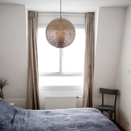 Un intérieur Cocon et Ressourçant par Etymodeco, Décoratrice d'intérieur et Expert Feng Shui à Saint Louis et Mulhouse : Détail de la chambre