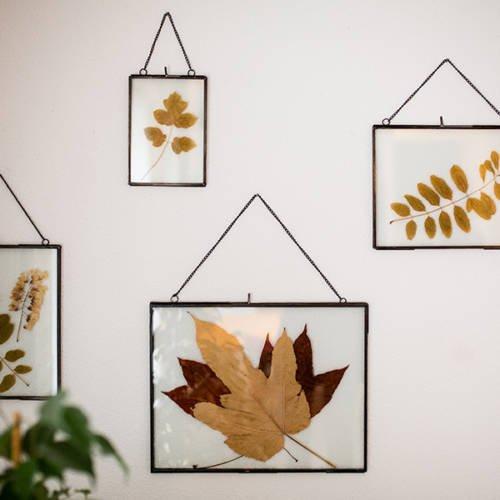 Un intérieur Cocon et Ressourçant par Etymodeco, Décoratrice d'intérieur et Expert Feng Shui à Saint Louis et Mulhouse : Petits cadres herbiers